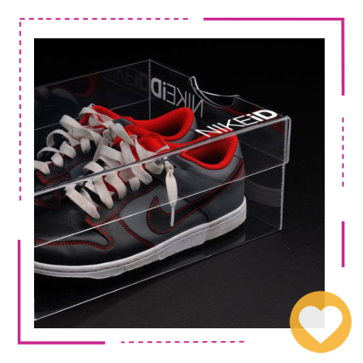 طراحی شیشهای کارتن کفش مشکی قرمز